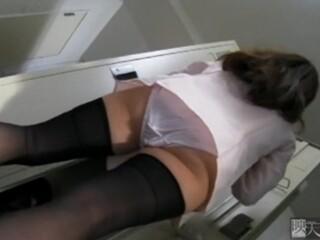 【盗撮動画】女子社員専用のロッカー室に隠しカメラ設置!着替え中のOLさんのドスケベな姿を生々しく収録した!