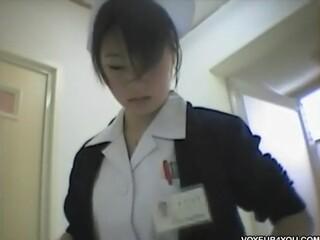 【盗撮動画】院内でナースや女医が使用するシャワー室の脱衣所に隠しカメラを仕掛けて着替えを収録w