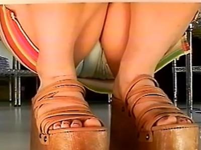 店長権限で棚下にカメラを無断設置!買い物客の美女のスカート内をガッツリと盗撮!