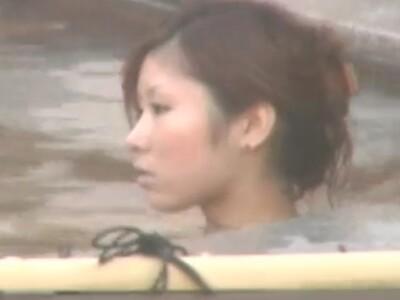【女子風呂盗撮動画】旅館従業員の友人が美人お姉さんの入浴姿を撮影して見せてくれるのでオカズに困らないw