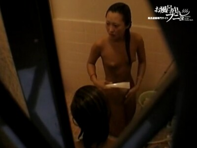 【女子風呂盗撮動画】女子寮の大浴場で仲間のピチピチギャルたちの裸体を撮影して業者に売り付けた鬼畜映像!