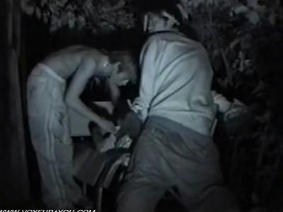 【SEX盗撮動画】青姦カップルを撮影しようと待機してると泥酔ギャルをレイプする二人組男性に遭遇!
