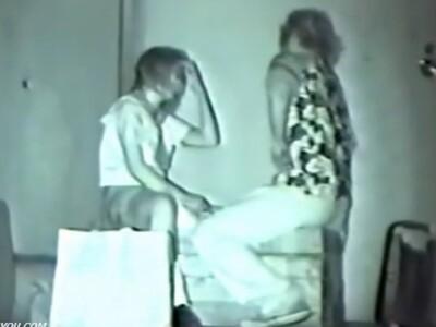 【盗撮動画】お金のないカップルが慎ましやかに深夜の路地裏に潜んでイチャ付きまくってるので大いに拡散w