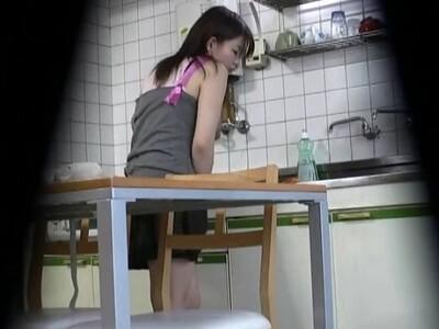 【オナニー盗撮挿画】夕食の支度をしてくれる妹を隠し撮りすると自慰行為を合間に挟んで完成させた!